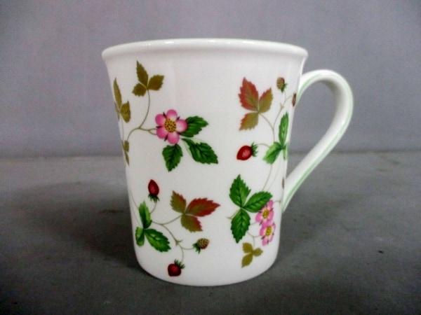 ウェッジウッド マグカップ新品同様  ワイルドストロベリー 白×マルチ 陶器