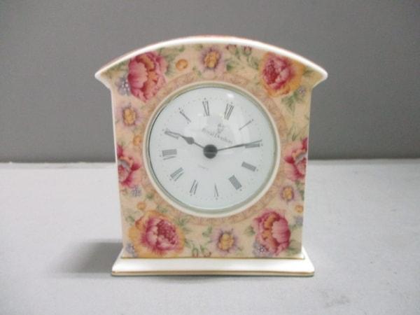 ロイヤルドルトン 小物美品  ベージュ×白×マルチ 置時計(動作確認できず) 陶器