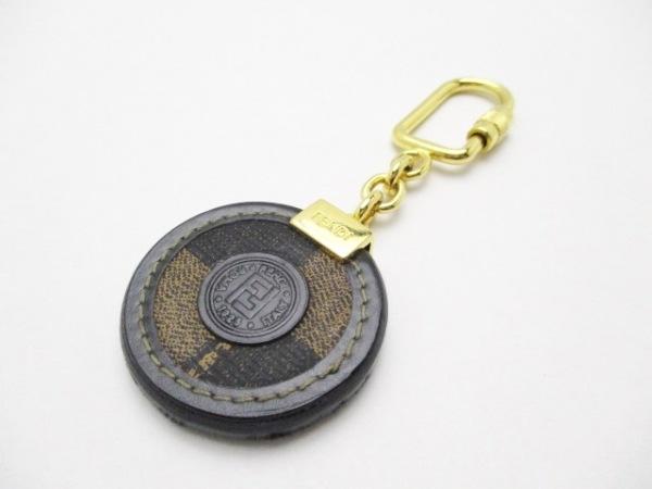 FENDI(フェンディ) キーホルダー(チャーム)美品  ゴールド×黒×ベージュ