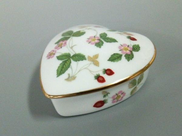 ウェッジウッド 小物美品  ワイルドストロベリー 白×グリーン×マルチ 陶器