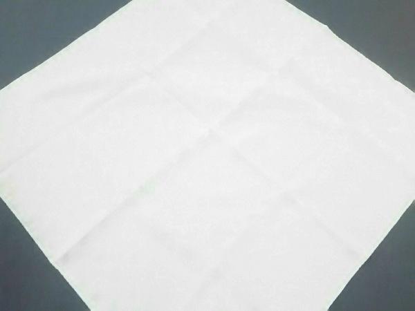 THOM BROWNE(トムブラウン) スカーフ新品同様  白 シルク/ポケットチーフ/鯨モチーフ