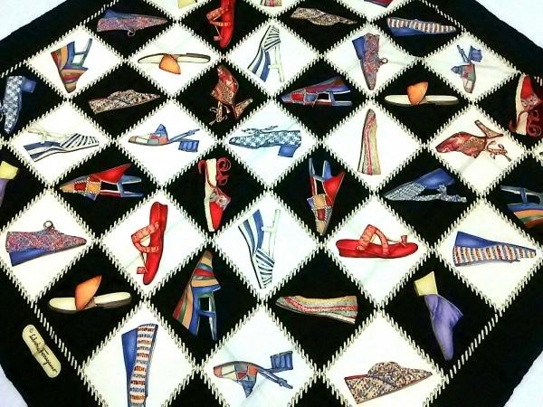サルバトーレフェラガモ スカーフ ダークネイビー×アイボリー×マルチ 靴柄
