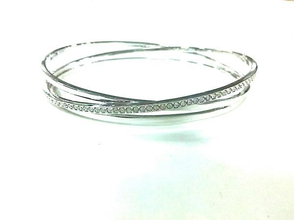 スワロフスキー バングル美品  金属素材×スワロフスキークリスタル シルバー