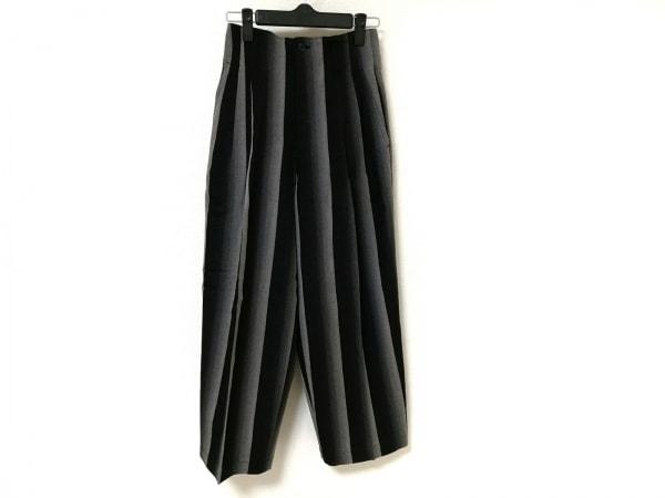 ISSEYMIYAKE(イッセイミヤケ) パンツ レディース美品  黒×ライトグレー ストライプ