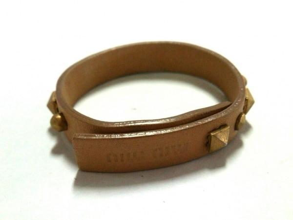 miumiu(ミュウミュウ) ブレスレット美品  レザー×金属素材 ライトブラウン×ゴールド