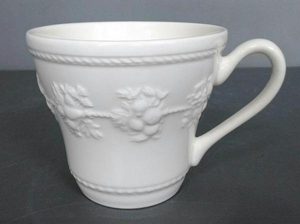 WEDG WOOD(ウェッジウッド) マグカップ新品同様  FESTIVITY アイボリー 陶器