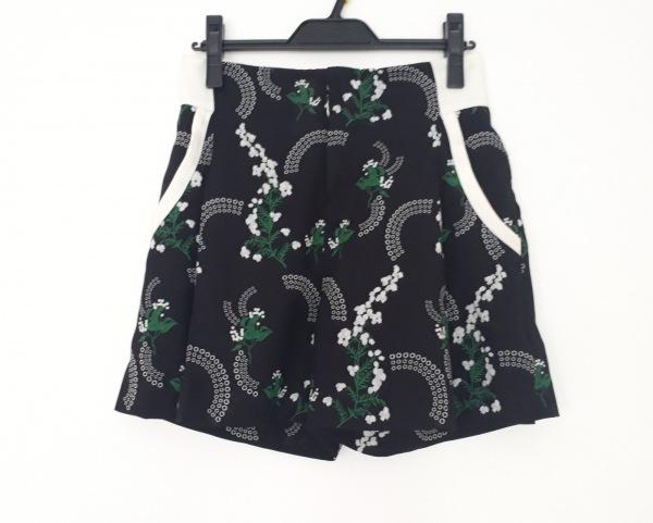 mame(マメ) ショートパンツ サイズ1 S レディース美品  黒×白×グリーン 花柄