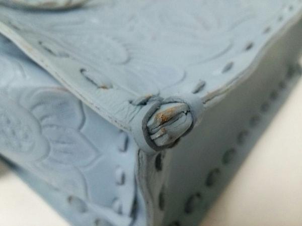 カービングトライブス ハンドバッグ美品  ライトブルー 型押し加工 レザー