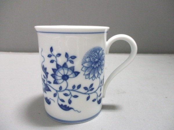 HUTSCHENREUTHER(フッチェンロイター) マグカップ新品同様  白×ネイビー 花柄 陶器