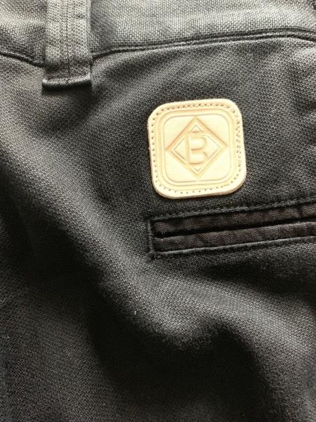 ウノ ピュ ウノ ウグァーレ トレ パンツ サイズ4 XL メンズ美品  黒
