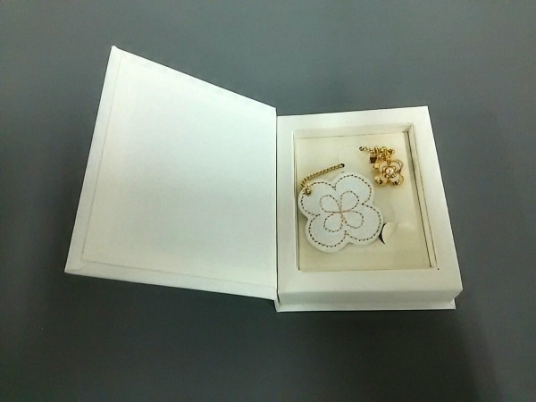 ミキモト 小物新品同様  ゴールド×白×アイボリー ブックマーク/チェーン/花柄