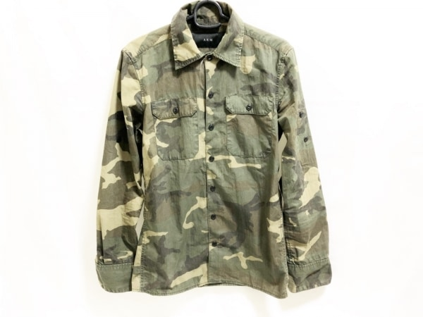 AKM(エーケーエム) 長袖シャツ メンズ美品  カーキ×ダークブラウン×マルチ
