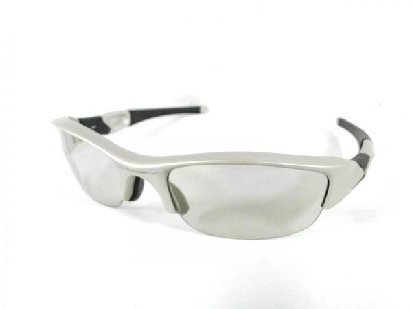 OAKLEY(オークリー) サングラス美品  - 03-885J ライトグレー プラスチック×ラバー