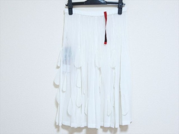 NOKO OHNO(ノコオーノ) スカート サイズ40 M レディース新品同様  白 プリーツ
