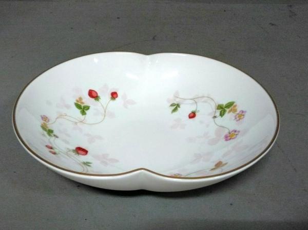 ウェッジウッド 食器新品同様  ワイルドストロベリー 白×ピンク×マルチ ボウル 陶器