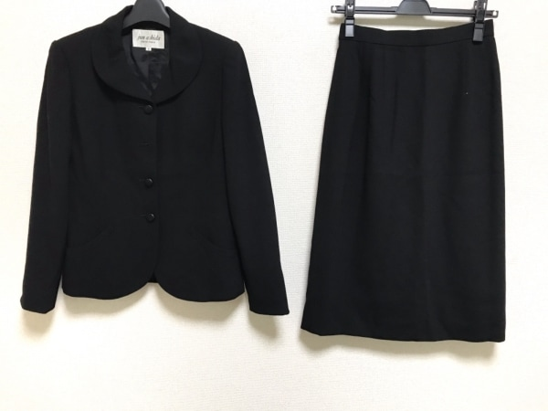 JUN ASHIDA(ジュンアシダ) スカートスーツ サイズ9 M レディース美品  黒 肩パッド