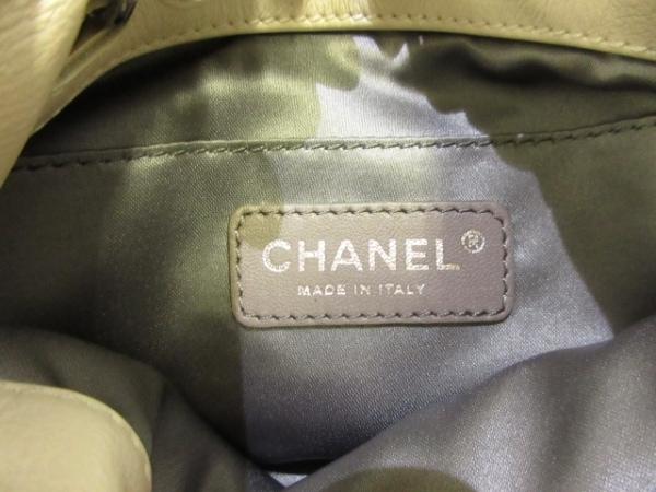 シャネル ハンドバッグ - アイボリー チェーンハンドル/シルバー金具/巾着型 レザー