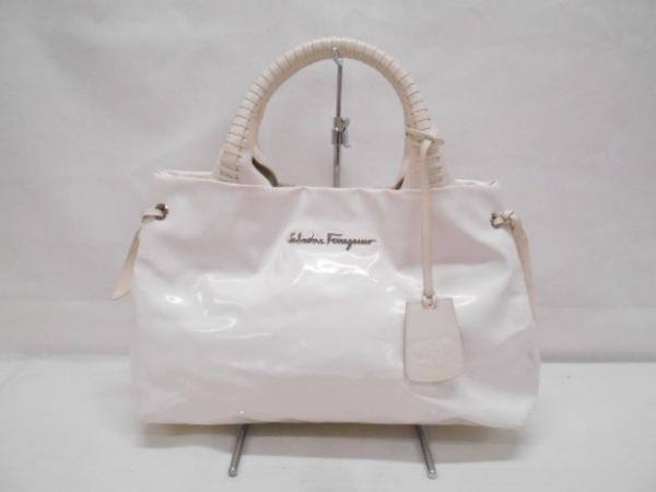 サルバトーレフェラガモ トートバッグ  - 白 エナメル(合皮)×レザー
