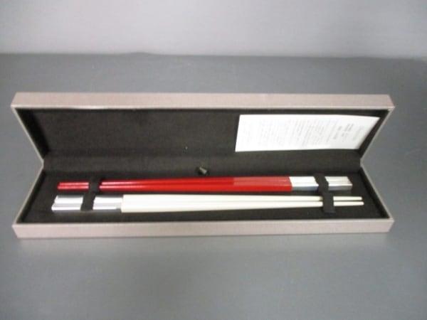 クリストフル 食器新品同様  白×レッド×シルバー 箸×2 ポリアミド×金属素材