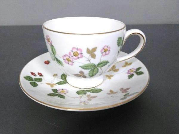 ウェッジウッド カップ&ソーサー新品同様  ワイルドストロベリー 花柄 陶器