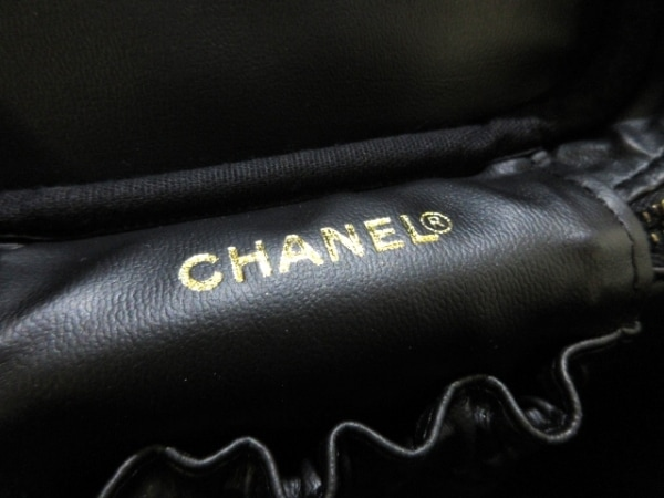 CHANEL(シャネル) バニティバッグ美品  キャビアスキン A01998 黒 ゴールド金具