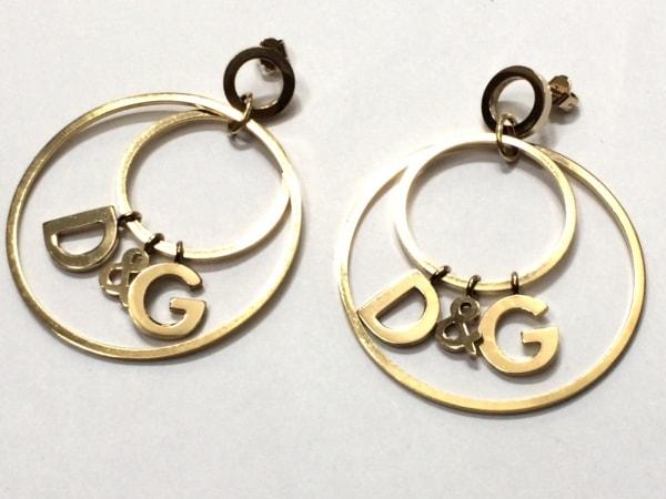 D&G(ディーアンドジー) ピアス美品  金属素材 ゴールド D&Gモチーフ