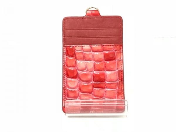 コッコフィオーレ パスケース美品  レッド×ピンク 型押し加工 エナメル(レザー)