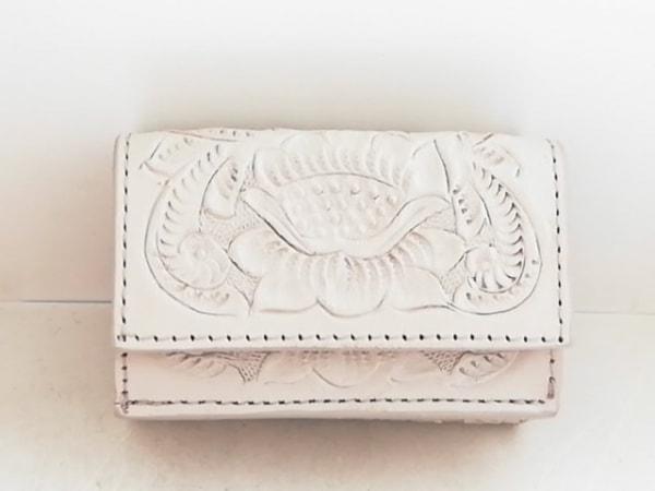 Carving Tribes(カービングトライブス) 3つ折り財布 ベージュ 型押し加工 レザー