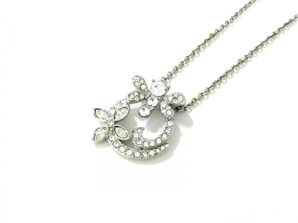 スワロフスキー ネックレス美品  金属素材×スワロフスキークリスタル シルバー 蝶