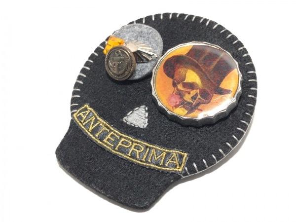 アンテプリマ ブローチ コットン×金属素材×プラスチック 黒×オレンジ×マルチ