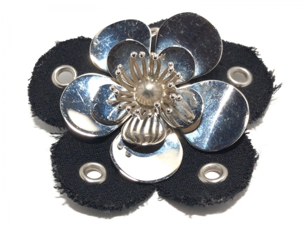 miumiu(ミュウミュウ) ブローチ 金属素材×コットン シルバー×黒 フラワー