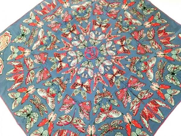 ルイヴィトン スカーフ美品  カレ・ワールド オブ ラブ M71421 ブルー シルク 100%