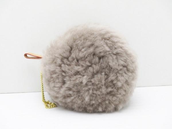 モンテローザ キーホルダー(チャーム)美品  グレー ムートン×レザー×金属素材