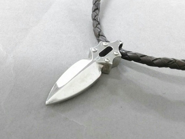 POLICE(ポリス) ネックレス美品  金属素材×レザー シルバー×ダークブラウン