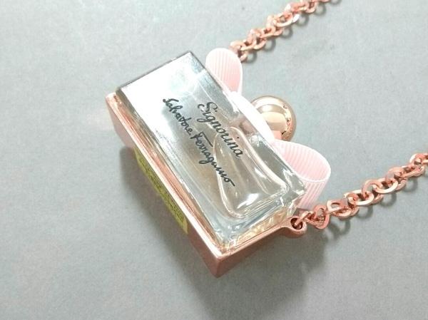 サルバトーレフェラガモ パフューム ネックレス美品  - 金属素材×ガラス×化学繊維