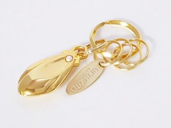 mikimoto(ミキモト) キーホルダー(チャーム)美品  ゴールド×白 金属素材×パール