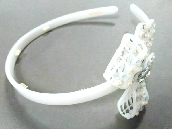 アレクサンドル ドゥ パリ カチューシャ美品  プラスチック×ラインストーン 白
