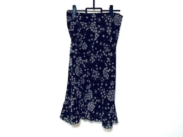 23区(ニジュウサンク) ロングスカート サイズ44 L レディース新品同様  黒×白 花柄