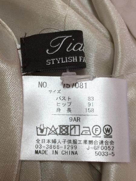 Tiaclasse(ティアクラッセ) ワンピース サイズ9 M レディース新品同様  ベージュ