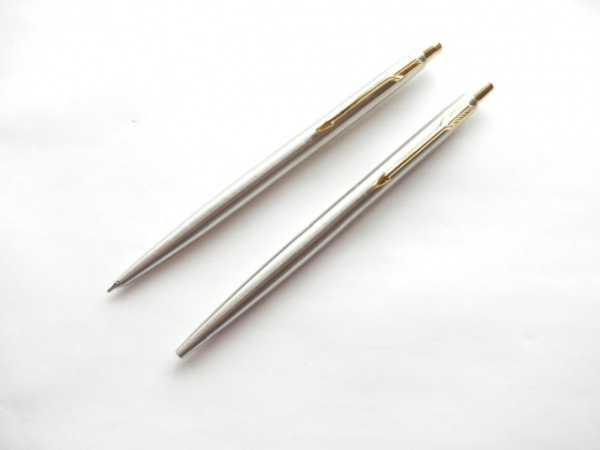 PARKER(パーカー) ペン美品  シルバー×ゴールド 金属素材