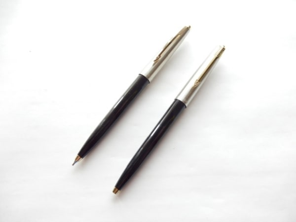 PARKER(パーカー) ペン美品  黒×シルバー×ゴールド 金属素材