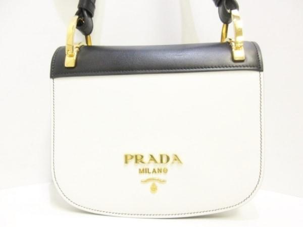 PRADA(プラダ) ショルダーバッグ美品  ピオニエール 1BD039 白×黒 シティカーフ