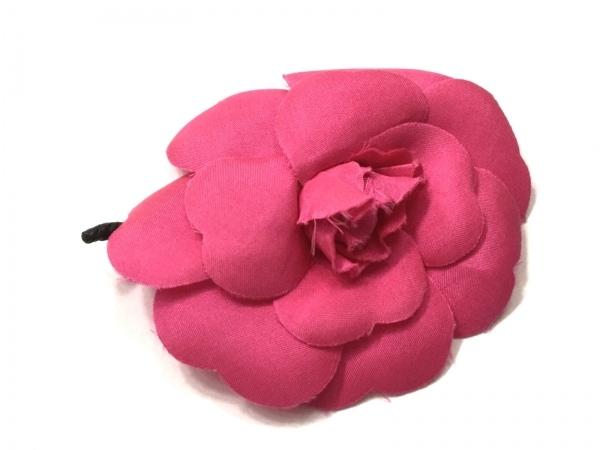 CHANEL(シャネル) ブローチ美品  カメリア 化学繊維×金属素材 ピンク