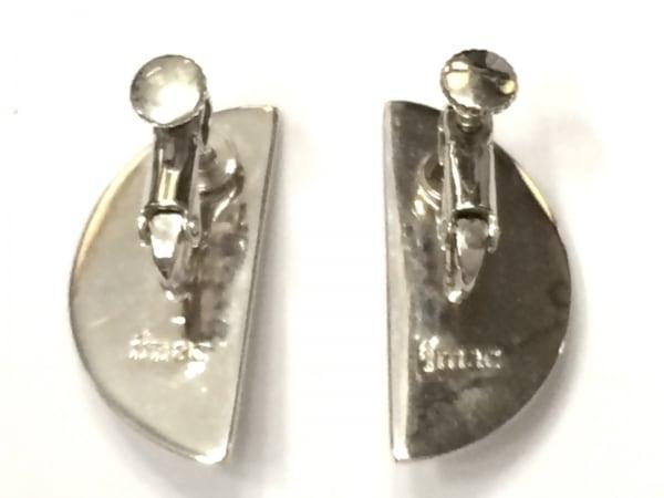 imac(イマック) イヤリング美品  金属素材×フェイクパール シルバー×アイボリー