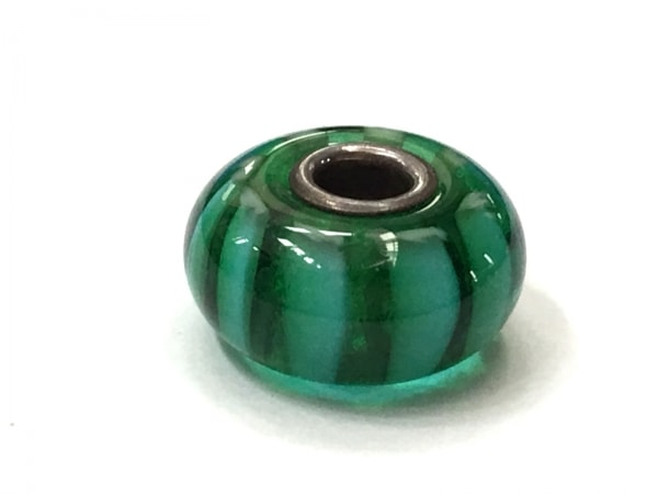 トロールビーズ ペンダントトップ美品  シルバー×ガラス ライトブルー×グリーン