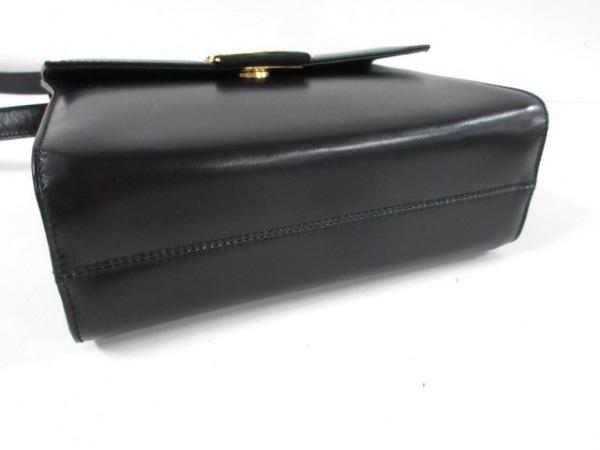 サルバトーレフェラガモ ショルダーバッグ - 黒×ゴールド レザー×金属素材