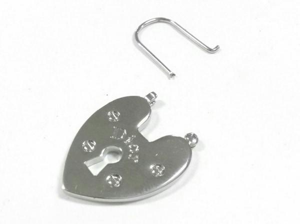 クリスチャンディオール ピアス 金属素材 シルバー ハート/パドロックモチーフ