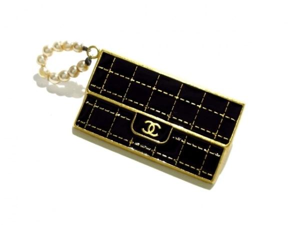CHANEL(シャネル) ブローチ 金属素材 黒×ゴールド バッグ