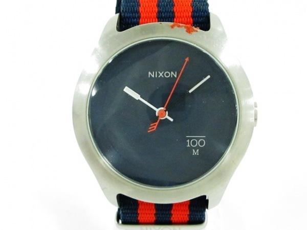 NIXON(ニクソン) 腕時計美品  THE QUAD - メンズ ストライプ ネイビー
