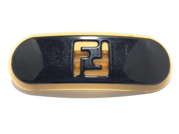 FENDI(フェンディ) アクセサリー - - プラスチック 黒×カーキ バレッタ